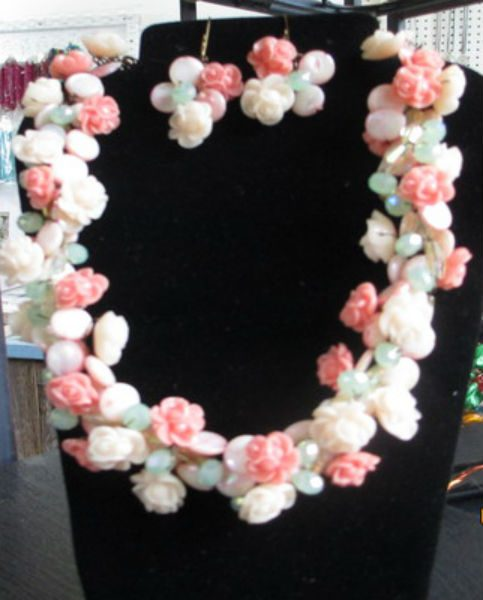 coral rose wired necklace