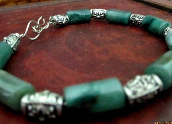 side view of aventurine simple wire bracelet